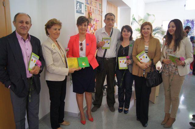 La Asamblea Regional edita, gracias a la Comisión Especial de Discapacidad, el libro del poeta totanero Antonio Lorca