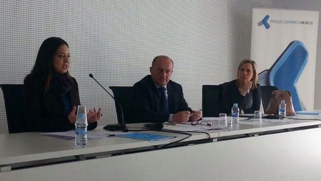 Totana expone en Murcia las iniciativas que se han implantado para fomentar el carácter emprendedor dentro del Plan Local de Empleo 2015, Foto 1