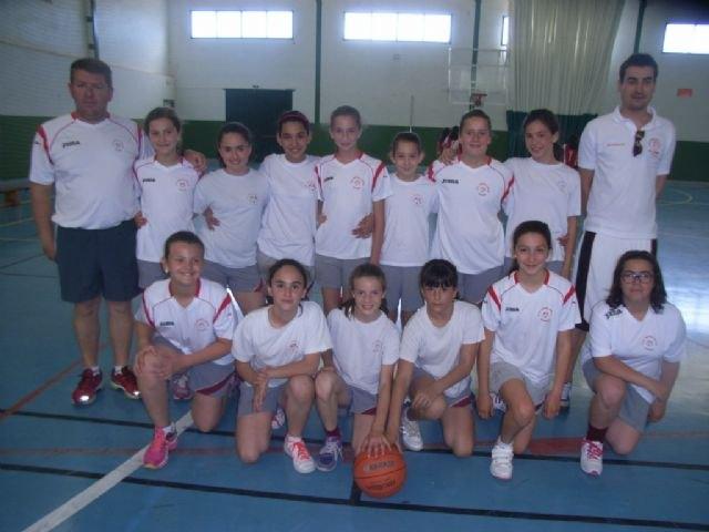 Los colegios Reina Sofia y Santa Eulalia disputaron la final de la fase local de baloncesto alevín femenino de Deporte Escolar, Foto 1