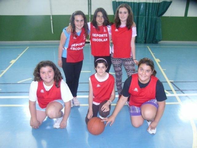 Los colegios Reina Sofia y Santa Eulalia disputaron la final de la fase local de baloncesto alevín femenino de Deporte Escolar, Foto 2