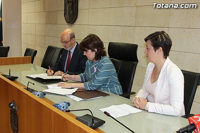 La UPCT y el ayuntamiento colaboran para fomentar la movilidad exterior de los estudiantes del municipio, Foto 1