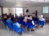Una charla pone de manifiesto la importante labor de aquellas personas implicadas en el cuidado diario de enfermos dependientes