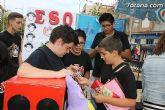 Los alumnos del Colegio Reina Sofía han promocionado y vendido los productos de sus jóvenes empresas en el mercadillo semanal de Totana - 11