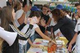 Los alumnos del Colegio Reina Sofía han promocionado y vendido los productos de sus jóvenes empresas en el mercadillo semanal de Totana - 31