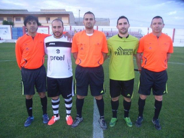 La concejalía de Deportes organizó la entrega de trofeos de la liga local de futbol Juega Limpio y la copa de futbol aficionado, Foto 1