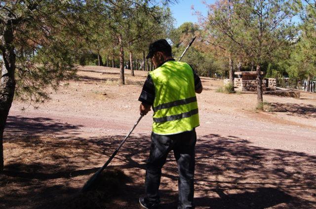 El ayuntamiento realiza una campaña de limpieza en las zonas recreativas en las inmediaciones de La Santa, Foto 4