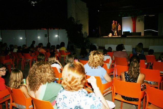 Comienzan las actividades culturales del programa de fiestas con la representación de Fly. el hombre pájaro, Foto 3