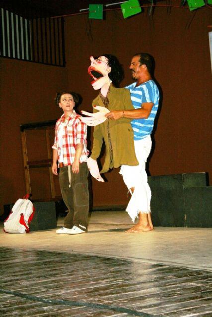 Comienzan las actividades culturales del programa de fiestas con la representación de Fly. el hombre pájaro, Foto 4