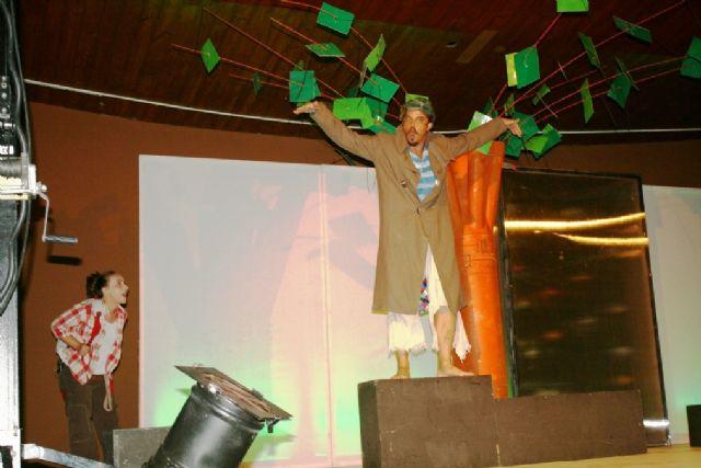 Comienzan las actividades culturales del programa de fiestas con la representación de Fly. el hombre pájaro, Foto 5