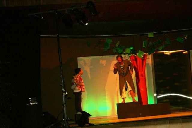 Comienzan las actividades culturales del programa de fiestas con la representación de Fly. el hombre pájaro, Foto 6