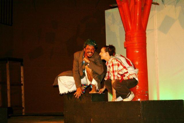Comienzan las actividades culturales del programa de fiestas con la representación de Fly. el hombre pájaro, Foto 7