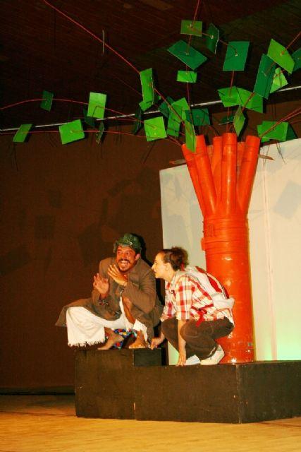 Comienzan las actividades culturales del programa de fiestas con la representación de Fly. el hombre pájaro, Foto 8