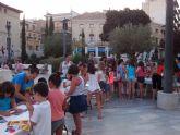 Numerosos niños y niñas se dan cita en la Plaza de la Balsa Vieja en la Tarde de juegos y magia