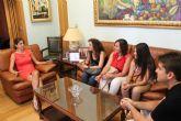 La Alcaldesa de Archena recibe a los nuevos alumnos que est�n haciendo pr�cticas este verano en el Ayuntamiento