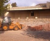 Se acometen obras de contención de un muro en el centro social y de mejora de los accesos en la ermita de La Huerta