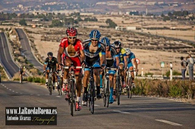 Buena actuación de los ciclistas del CC Santa Eulalia en los Campeonatos Regionales Senior-Master 2014, Foto 1