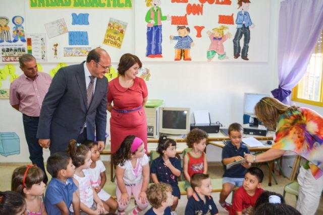 Educación notifica desde hoy por SMS a 21.000 familias la obtención de las becas de material escolar, Foto 1