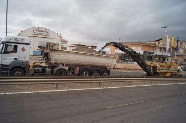 Las obras de arreglo de la N-340 se acometen en la travesía de Totana, en la Avda. Juan Carlos I, durante estos días, Foto 1