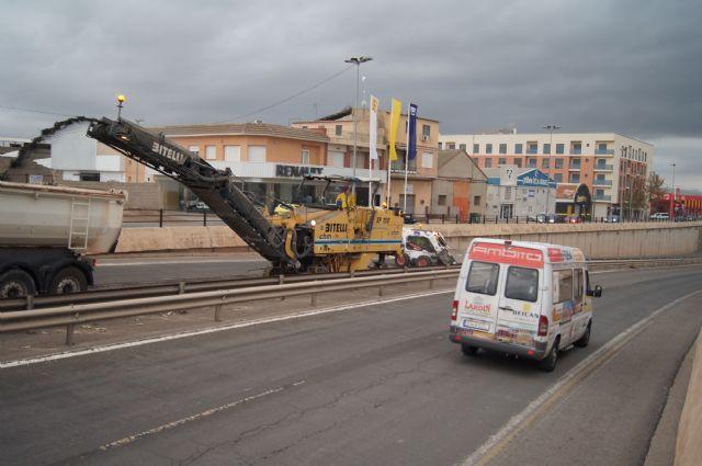 Las obras de arreglo de la N-340 se acometen en la travesía de Totana, en la Avda. Juan Carlos I, durante estos días, Foto 2