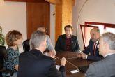El embajador británico mantiene un encuentro con asociaciones y residentes de su país en Mazarrón