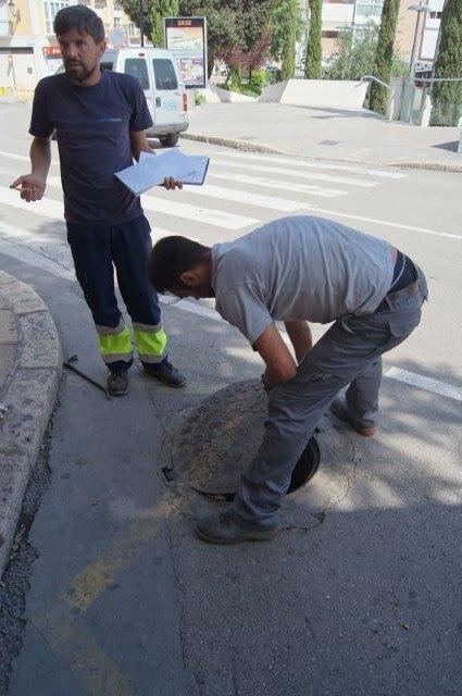 El Servicio Municipal de Aguas lleva a cabo una campaña de búsqueda de fugas y mejora de la eficiencia de las redes públicas de agua potable en el casco urbano, Foto 2