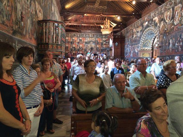 Numerosas personas asisten a la misa de difuntos del PP de Totana, Foto 5