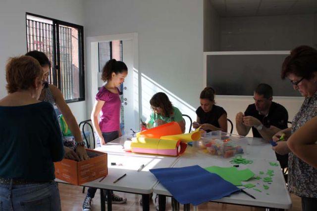 D´Genes lleva a cabo un taller de manualidades, Foto 1