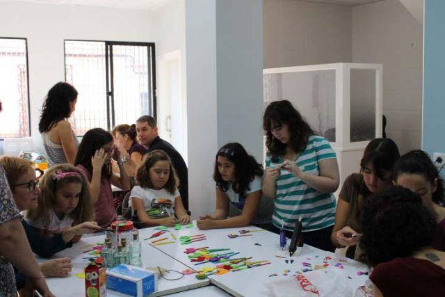 D´Genes lleva a cabo un taller de manualidades, Foto 2