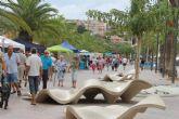 Más de 60 artesanos exponen sus trabajos en el paseo marítimo