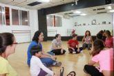 Usuarios de D´genes disfrutan de un taller de introducción a la danzaterapia
