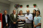 La Asociación Todo Corazón de Murcia recibe un cheque benéfico de cerca de cinco mil euros