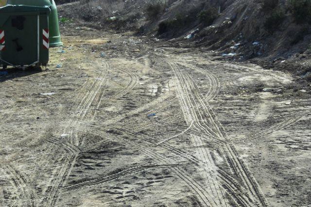 La Concejalía de Servicios y Medio Ambiente está procediendo a la limpieza de vertidos ilegales en diferentes puntos incontrolados del municipio, Foto 1