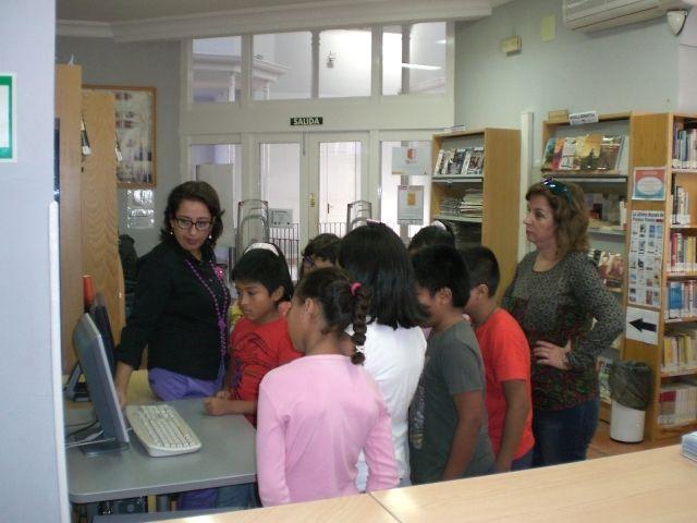 La actividad Conoce tu biblioteca inaugura el programa de actividades propuesto a los centros docentes de Totana, Foto 2