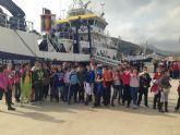 400 alumnos de Mazarrón visitan el buque de investigación Ramón Magalef