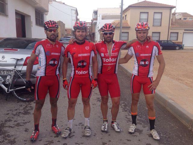 Los ciclistas del CC Santa Eulalia disputan el Memorial El Capellán este pasado fin de semana en San Pedro del Pinatar, Foto 1