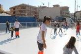 Inaugurada con éxito de acogida la pista navideña de patinaje instalada en puerto de Mazarrón