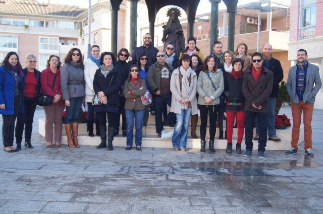 Los alumnos del curso de Promoción Turística Local de Totana realizan una visita guiada por el municipio a alumnos del Taller de Empleo de Mazarrón
