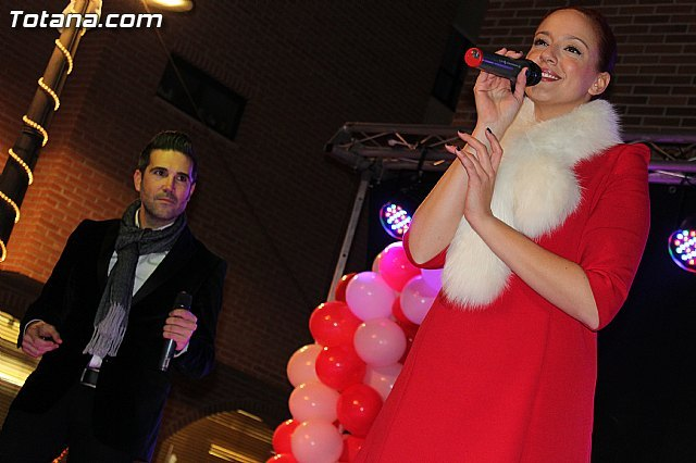 The Christmas Market opened with performances by singers Idol and The Voice - 1