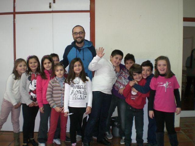 Un total de 25 personas participan, por primera vez, en la Escuela de Navidad que se celebra en el centro sociocultural