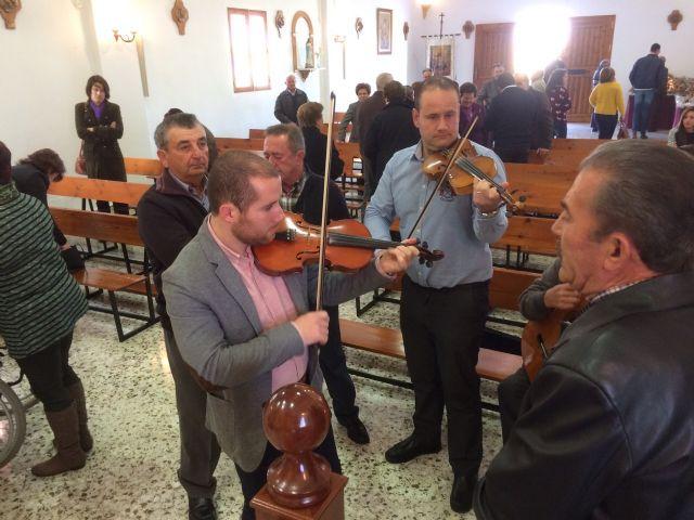 Autoridades municipales asistieron al tradicional Canto de Ánimas del Día de Reyes en la pedanía de El Raiguero Alto, Foto 1