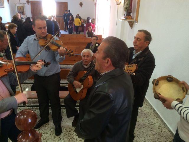 Autoridades municipales asistieron al tradicional Canto de Ánimas del Día de Reyes en la pedanía de El Raiguero Alto, Foto 2