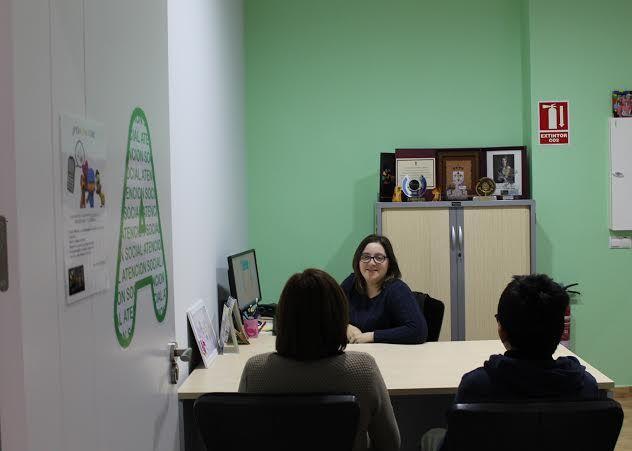 El Servicio de Atención Social de D´Genes atendió más de 200 consultas en el año 2014, Foto 1