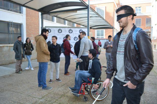 Famdif conciencia en accesibilidad a los futuros arquitectos de la UPCT, Foto 1