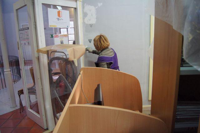 Prosiguen las obras de adecuación de la biblioteca municipal, la sala de estudio y el hall del edificio del Centro Sociocultural La Cárcel, Foto 3