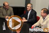 Rafael Gónzalez Tovar Candidato a la Presidencia de la Comunidad Autónoma y Andrés García candidato a la Alcaldía de Totana se reúnen con empresarios y vecinos