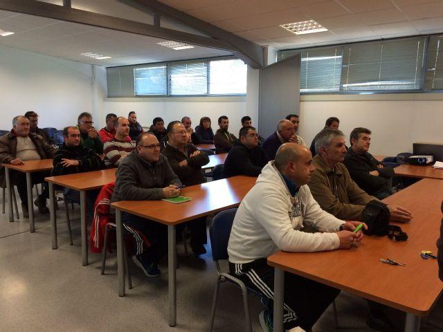 Se inaugura el Curso Prevención de Riesgos Laborales en el puesto de trabajo: Manejo Seguro del Tractor, Foto 4