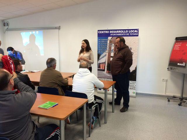 Se inaugura el Curso Prevención de Riesgos Laborales en el puesto de trabajo: Manejo Seguro del Tractor, Foto 5