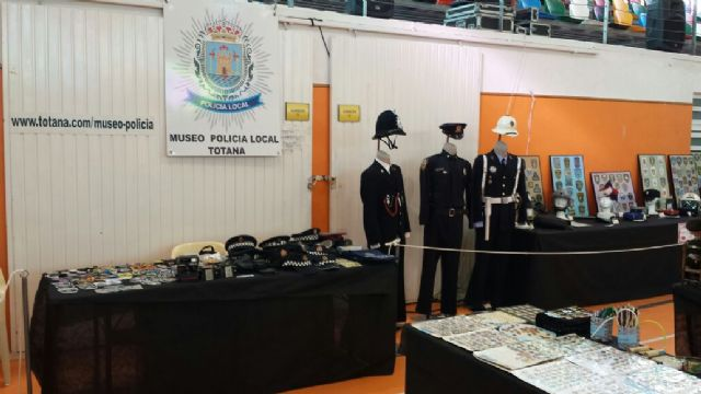 El Museo de la Policía Local de Totana participó este pasado fin de semana en la I Feria de Coleccionismo de la Región de Murcia, Foto 2
