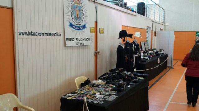 El Museo de la Policía Local de Totana participó este pasado fin de semana en la I Feria de Coleccionismo de la Región de Murcia, Foto 4