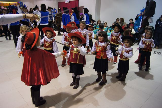 El Paretón Cantareros estrena su Sala Polivalente con la fiesta de Carnaval del Colegio Guadalentín, Foto 2